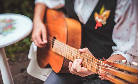 How to Hire the Right Wedding Band