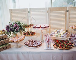 The 5 Wedding Food Trends That Are Everywhere This Year